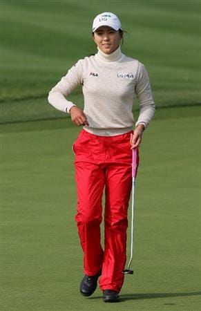 INCHEON, SOUTH KOREA - OCTOBER 31:  Chae Young-Yoon of South Korea reacts after her par putt on the 18th hole during day one of the Hana Bank KOLON Championship at SKY 72 Golf Club Ocean course on October 31, 2008 in Icheon, South Korea.  (Photo by Chung Sung-Jun/Getty Images)