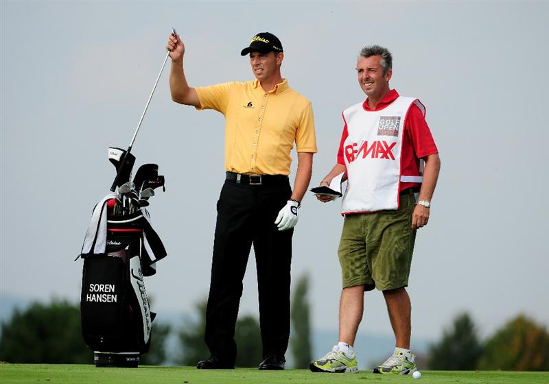 VIENNA, AUSTRIA - SEPTEMBER 20:  Soren Hansen of Denmark selects a club from his bag during the fourth round of the Austrian Golf Open at Fontana Golf Club on September 20, 2009 in Vienna, Austria.  (Photo by Richard Heathcote/Getty Images)