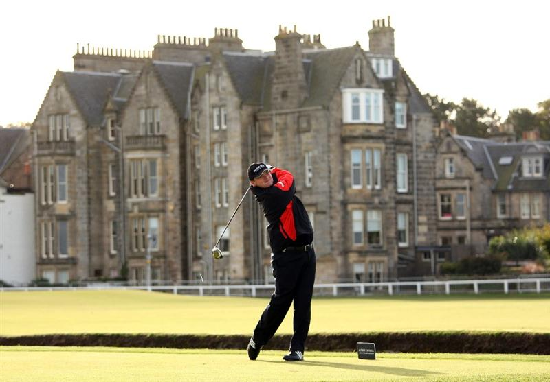 ST ANDREWS, SCOTLAND - OCTOBER 01:  Paul Lawrie of Scotland hits his tee-shot on the second hole during the first round of The Alfred Dunhill Links Championship at The Old Course on October 1, 2009 in St. Andrews, Scotland.  (Photo by Andrew Redington/Getty Images)