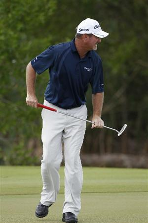 PLAYA DEL CARMEN, MEXICO - FEBRUARY 26:  Jerry Kelly reacts to a missed eagle putt on the eighth green during the third round of the Mayakoba Golf Classic at Riviera Maya-Cancun held at El Camaleon Golf Club on February 26, 2011 in Playa del Carmen, Mexico.  (Photo by Michael Cohen/Getty Images)