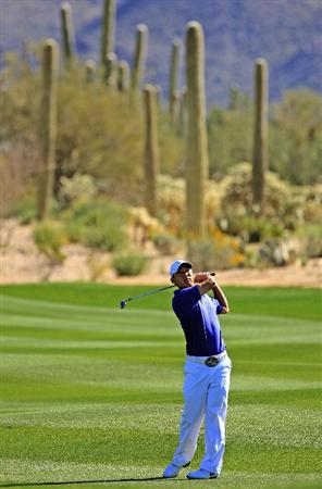 MARANA, AZ - FEBRUARY 26:  Anthony Kim hits his approach shot on the second hole during the second round of the Accenture Match Play Championship at the Ritz-Carlton Golf Club at Dove Mountain on February 26, 2009 in Marana, Arizona.  (Photo by Scott Halleran/Getty Images)