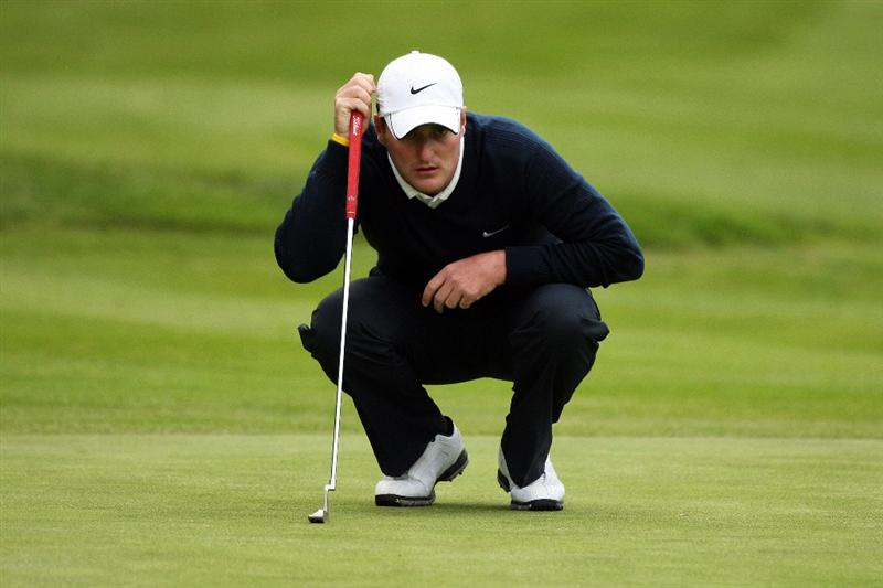 WENTWORTH, ENGLAND - MAY 22:  Marc Warren of Scotland lines up his shot on the 18th green during the Second Round of the BMW PGA Championship at Wentworth on May 22, 2009 in Virginia Water, England.  (Photo by Warren Little/Getty Images)