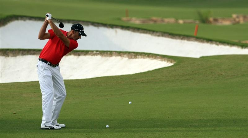 DUBAI, UNITED ARAB EMIRATES - NOVEMBER 22:  Geoff Ogilvy of Australia plays his second shot at the 18th hole during the final round of the Dubai World Championship, on the Earth Course, Jumeirah Golf Estates on November 22, 2009 in Dubai, United Arab Emirates  (Photo by David Cannon/Getty Images)