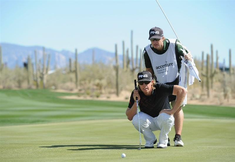 MARANA, AZ - FEBRUARY 25:  Hunter Mahan lines upo his putt on the 10th hole during the third round of the Accenture Match Play Championship at the Ritz-Carlton Golf Club on February 25, 2011 in Marana, Arizona.  (Photo by Stuart Franklin/Getty Images)