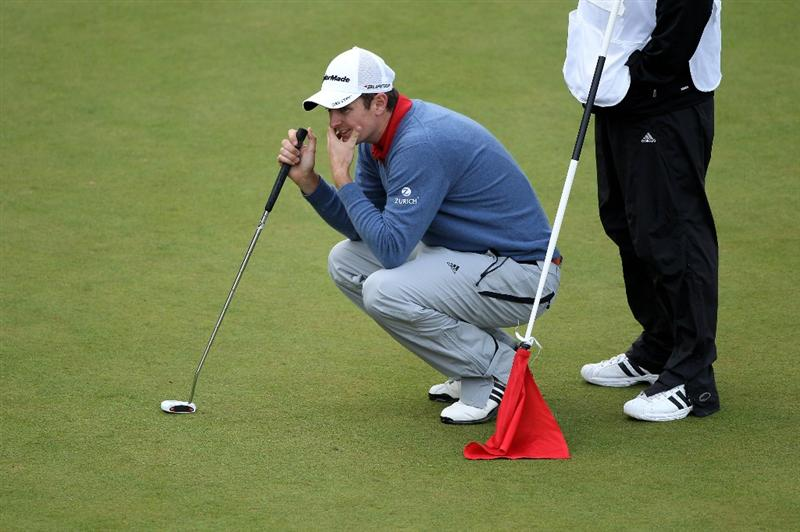 VIRGINIA WATER, ENGLAND - MAY 26:  Justin Rose of England lines up a putt on the 18th green during the first round of the BMW PGA Championship at Wentworth Club on May 26, 2011 in Virginia Water, England.  (Photo by Warren Little/Getty Images)