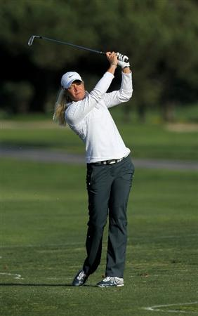 CARLSBAD, CA - MARCH 25:  Suzann Pettersen of Norway hits her third shot ont he 18th hole during the first round of the Kia Classic Presented by J Golf at La Costa Resort and Spa on March 25, 2010 in Carlsbad, California.  (Photo by Stephen Dunn/Getty Images)