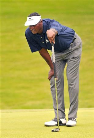 IRVING TX. - MAY 22: Vijay Singh lines up a birdie putt on the 16th hole during the second round of  the HP Byron Nelson Championship held at the TPC Four Seasons Resort Las Colinas on May 22, 2009 in Irving, Texas (Photo by Marc Feldman/Getty Images)