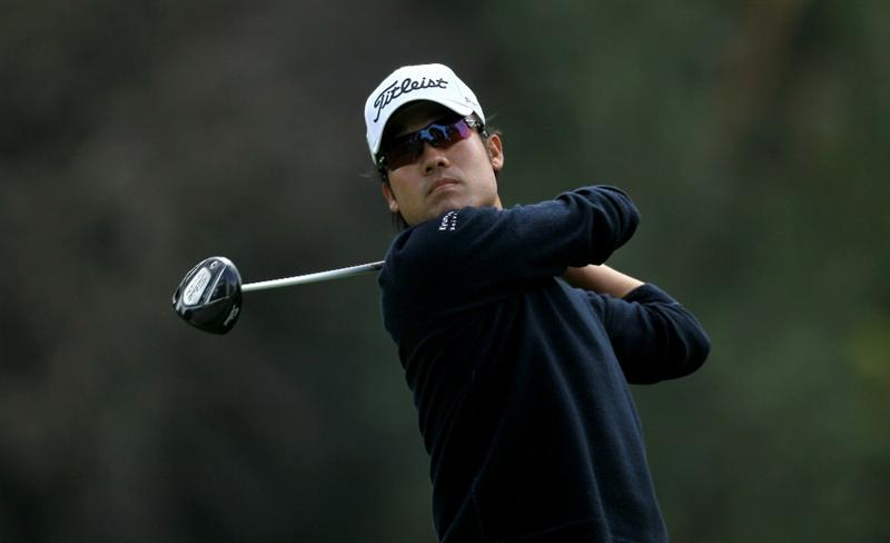 PACIFIC PALISADES, CA - FEBRUARY 19:  Kevin Na hits his tee shot on the ninth hole during round three of the Northern Trust Open at Riviera Country Club on February 19, 2011 in Pacific Palisades, California. (Photo by Stephen Dunn/Getty Images)