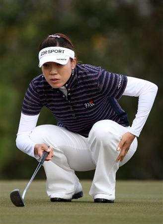 DAYTONA BEACH, FL - DECEMBER 04:  Shiho Oyama of Japan looks over a birdie putt on the 2nd hole during the second round of the LPGA Qualifying School at LPGA International on December 4, 2008 in Daytona Beach, Florida.  (Photo by Sam Greenwood/Getty Images)
