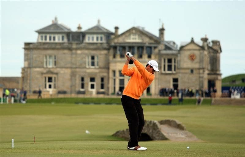ST ANDREWS, SCOTLAND - OCTOBER 05:  Rafael Cabrera-Bello of Spain drives off the 18th tee during the final round of The Alfred Dunhill Links Championship at The Old Course on October 5, 2009 in St.Andrews, Scotland.  (Photo by Warren Little/Getty Images)