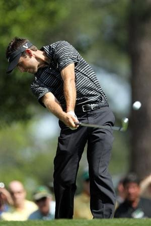 AUGUSTA, GA - APRIL 10:  Charl Schwartzel of South Africa hits his tee shot on the the fourth hole during the final round of the 2011 Masters Tournament on April 10, 2011 in Augusta, Georgia.  (Photo by Jamie Squire/Getty Images)