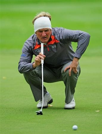 VIENNA, AUSTRIA - SEPTEMBER 17:  Pelle Edberg of Sweden lines up his putt on the 17th hole during the second round of the Austrian golf open presented by Botarin at the Diamond country club on September 17, 2010 in Atzenbrugg near Vienna, Austria  (Photo by Stuart Franklin/Getty Images)