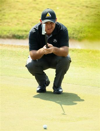 NEW DELHI, INDIA - FEBRUARY 20:  Robert Coles of England lines up a put during the fourth round of the Avantha Masters held at The DLF Golf and Country Club on February 20, 2011 in New Delhi, India.  (Photo by Ian Walton/Getty Images)