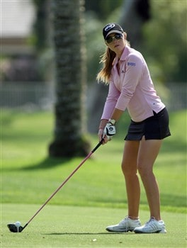 RANCHO MIRAGE, CA - APRIL 01:  Paula Creamer of the USA plays her tee shot to the 9th green on the Arnold Palmer Course during the pro-am preview for the Kraft Nabisco Championship at the Mission Hills Country Club, on April 1, 2008 in Rancho Mirage, California.  (Photo by David Cannon/Getty Images)