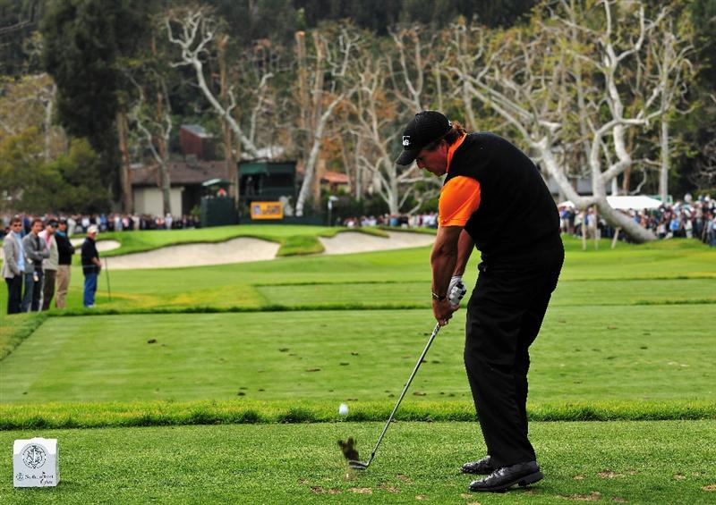 PACIFIC PALISADES, CA - FEBRUARY 21:  Phil Mickelson of USA plays his tee shot on the 16th hole during the third round of the Northern Trust Open at the Riviera Country Club February 21, 2009 in Pacific Palisades, California.  (Photo by Stuart Franklin/Getty Images)
