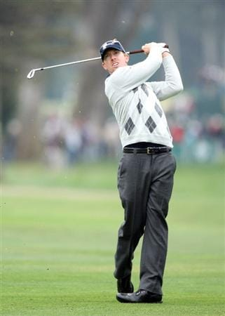SAN FRANCISCO - OCTOBER 10:  Hunter Mahan of the USA Team follows his second shot at the par 5, 18th hole during the Day Three Morning Fousomes Matches in The Presidents Cup at Harding Park Golf Course on October 10, 2009 in San Francisco, California  (Photo by David Cannon/Getty Images)
