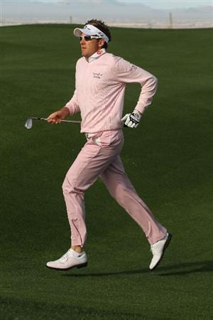 MARANA, AZ - FEBRUARY 21:  Ian Poulter of England runs towards seventh hole during the final round of the Accenture Match Play Championship at the Ritz-Carlton Golf Club at  on February 21, 2010 in Marana, Arizona.  (Photo by Darren Carroll/Getty Images)