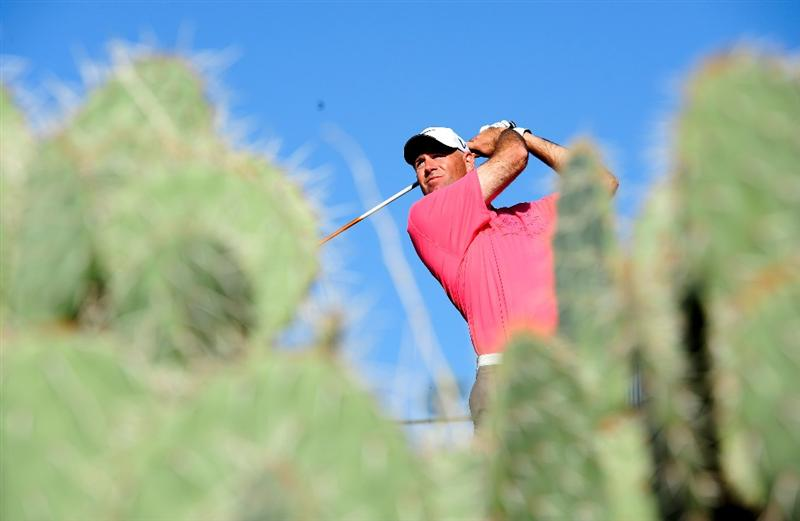 MARANA, AZ - FEBRUARY 19:  Stewart Cink plays his tee shot on the first playoff hole during round three of the Accenture Match Play Championship at the Ritz-Carlton Golf Club on February 19, 2010 in Marana, Arizona.  (Photo by Stuart Franklin/Getty Images)