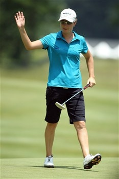 HAVRE DE GRACE, MD - JUNE 08:  Lindsey Wright of Australia makes a birdie at the 1st hole during the final round of the 2008 McDonald's LPGA Championship held at Bulle Rock Golf Course, on June 8, 2008 in Havre de Grace, Maryland.  (Photo by David Cannon/Getty Images)