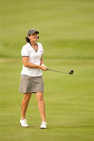 SPRINGFIELD, IL - JUNE 10: Juli Inkster watches an approach shot during the first round of the LPGA State Farm Classic at Panther Creek Country Club on June 10, 2010 in Springfield, Illinois. (Photo by Darren Carroll/Getty Images)