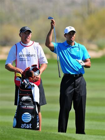 MARANA, AZ - FEBRUARY 25:  Tiger Woods of USA and caddie Steve Williams on the second hole during the first round of the Accenture Match Play Championships at Ritz - Carlton Golf Club at Dove Mountain on February 25, 2009 in Marana, Arizona.  (Photo by Stuart Franklin/Getty Images)