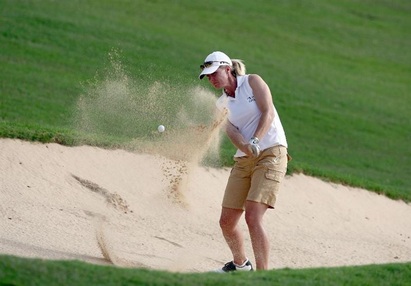 KAPALUA, HI - OCTOBER 18: Tracy Hanson hits out of the bunker on the 17th hole during the third round of the Kapalua LPGA Classic on October 18, 2008 at the Bay Course in Kapalua, Maui, Hawaii. (Photo by Donald Miralle/Getty Images)