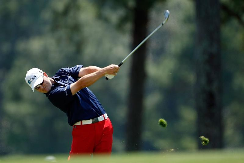 AUGUSTA, GA - APRIL 09:  Zach Johnson hits a shot on the second hole during the first round of the 2009 Masters Tournament at Augusta National Golf Club on April 9, 2009 in Augusta, Georgia.  (Photo by Jamie Squire/Getty Images)