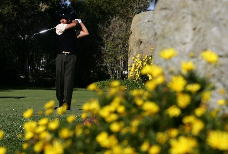 THOUSAND OAKS, CA - DECEMBER 15:  Tiger Woods makes a tee shot on the eighth hole during the third round of the Target World Challenge at the Sherwood Country Club on December 15, 2007 in Thousand Oaks, California.  (Photo by Robert Laberge/Getty Images)