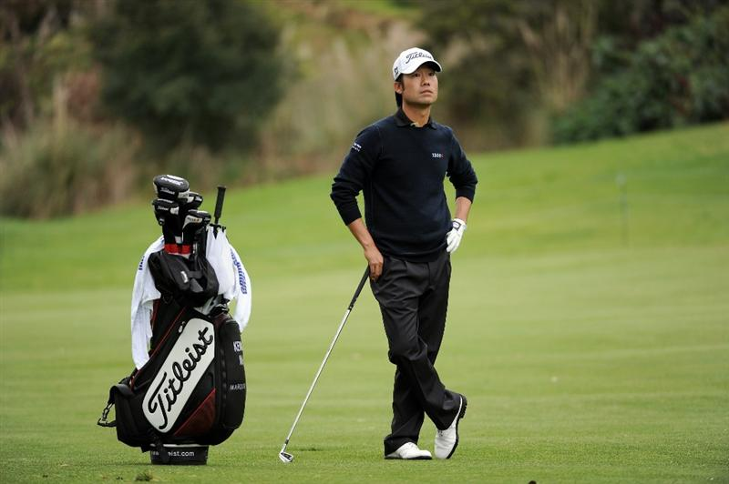 PACIFIC PALISADES, CA - FEBRUARY 19:  Kevin Na and caddie wait to play a second shot on the 18th hole during the third round of the Northern Trust Open at the Riviera Contry Club on February 19, 2011 in Pacific Palisades, California.  (Photo by Harry How/Getty Images)
