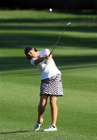RANCHO MIRAGE, CA - APRIL 02:  Juli Inkster of the USA plays her second shot at the 10th hole during the second round of the 2010 Kraft Nabisco Championship, on the Dinah Shore Course at The Mission Hills Country Club, on April 2, 2010 in Rancho Mirage, California.  (Photo by David Cannon/Getty Images)