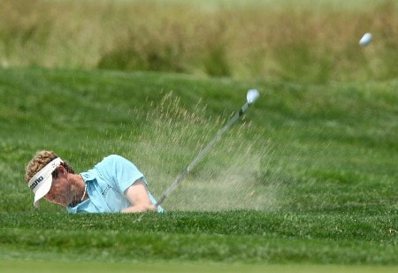 OAKMONT, PA - JUNE 17:  Lee Janzen hits a shot on the first hole during the final round of the 107th U.S. Open Championship at Oakmont Country Club on June 17, 2007 in Oakmont, Pennsylvania.  (Photo by David Cannon/Getty Images)