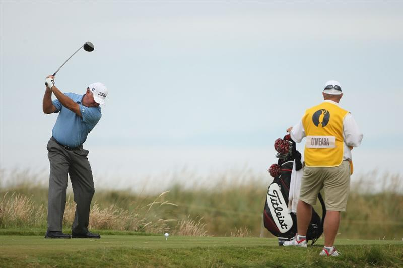 TURNBERRY, SCOTLAND - JULY 16:  Mark O'Meara of USA tees off during round one of the 138th Open Championship on the Ailsa Course, Turnberry Golf Club on July 16, 2009 in Turnberry, Scotland.  (Photo by Andrew Redington/Getty Images)