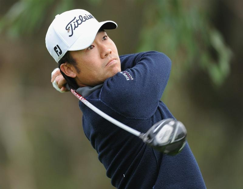PACIFIC PALISADES, CA - FEBRUARY 18:  Kevin Na play his tee shot on the 15th hole during the second round of the Northern Trust Open at Riviera Country Club on February 18, 2011 in Pacific Palisades, California.  (Photo by Stuart Franklin/Getty Images)