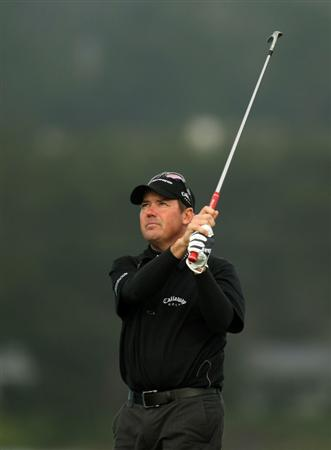 PEBBLE BEACH, CA - FEBRUARY 12:  Rich Beem hits his tee shot on the seventh hole during the first round of the AT&T Pebble Beach National Pro-Am at Pebble Beach Golf Links on February 12, 2009 in Pebble Beach, California.  (Photo by Stephen Dunn/Getty Images)