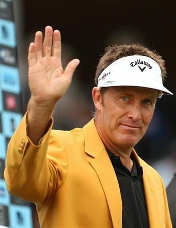 MELBOURNE, AUSTRALIA - NOVEMBER 14:  Stuart Appleby of Australia waves to the crowd after he won the Australian Masters at The Victoria Golf Club on November 14, 2010 in Melbourne, Australia.  (Photo by Robert Cianflone/Getty Images)