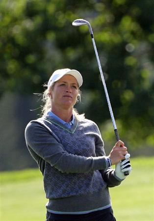 CALGARY, AB - SEPTEMBER 04 : Suzann Pettersen of Norway watches her third shot on the 18th hole during the second round of the Canadian Women's Open at Priddis Greens Golf & Country Club on September 4, 2009 in Calgary, Alberta, Canada. (Photo by Hunter Martin/Getty Images)