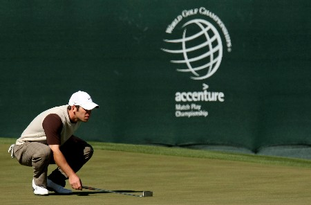 MARANA, AZ - FEBRUARY 21:  Paul Casey of England lines up a putt on the fourth hole during the second round matches of the WGC-Accenture Match Play Championship at The Gallery at Dove Mountain February 21, 2008 in Marana, Arizona.  (Photo by Stephen Dunn/Getty Images)
