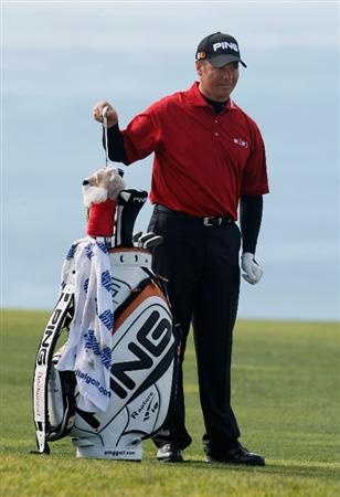 LA JOLLA, CA - FEBRUARY 08: Ted Purdy pulls a club from his bag on the fourth hole during the final round of the the Buick Invitational at the Torrey Pines Golf Course on February 8, 2009 in La Jolla, California. (Photo by Jeff Gross/Getty Images)