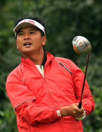 SHANGHAI, CHINA - NOVEMBER 08:  Wen-tang Lin of Chinese Taipei watches his tee shot on the fifth hole during the second round of the HSBC Champions at Sheshan International Golf Club on November 8, 2008 in Shanghai, China.  (Photo by Scott Halleran/Getty Images)
