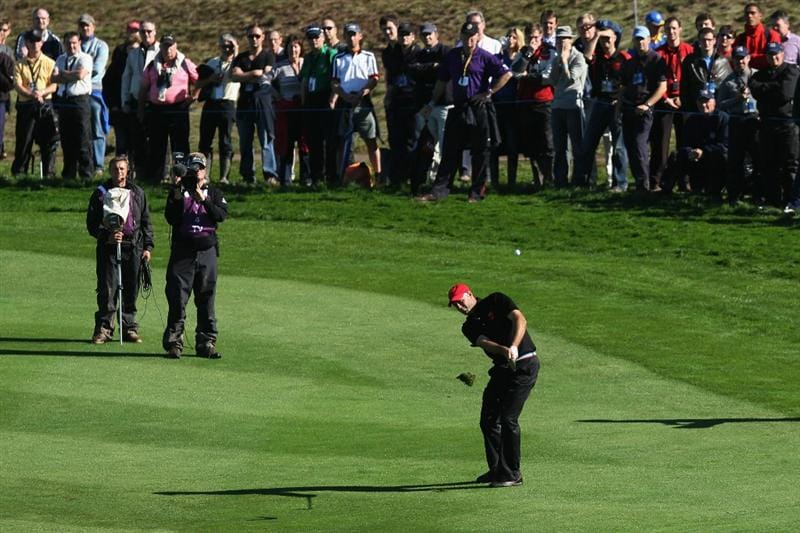 NEWPORT, WALES - OCTOBER 04:  Stewart Cink (L) of the USA hits his approach shot on the 18th hole in the singles matches during the 2010 Ryder Cup at the Celtic Manor Resort on October 4, 2010 in Newport, Wales.  (Photo by Ross Kinnaird/Getty Images)