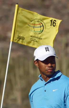 MANANA, AZ - FEBRUARY 25:  Tiger Woods walks off the 16th green after his 3 & 2 victory over Brendan Jones during the first round of the Accenture Match Play Championships at the Ritz-Carlton Golf Club at Dove Mountain on February 25, 2009 in Manana, Arizona.  (Photo by Donald Miralle/Getty Images)