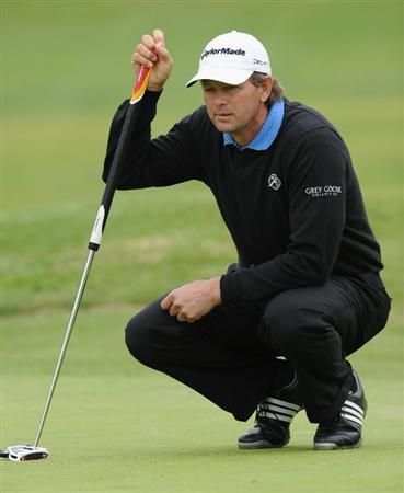 PACIFIC PALISADES, CA - FEBRUARY 18:  Retief Goosen of South Africa lines up his putt on the nineth hole during the second round of the Northern Trust Open at Riviera Country Club on February 18, 2011 in Pacific Palisades, California.  (Photo by Stuart Franklin/Getty Images)