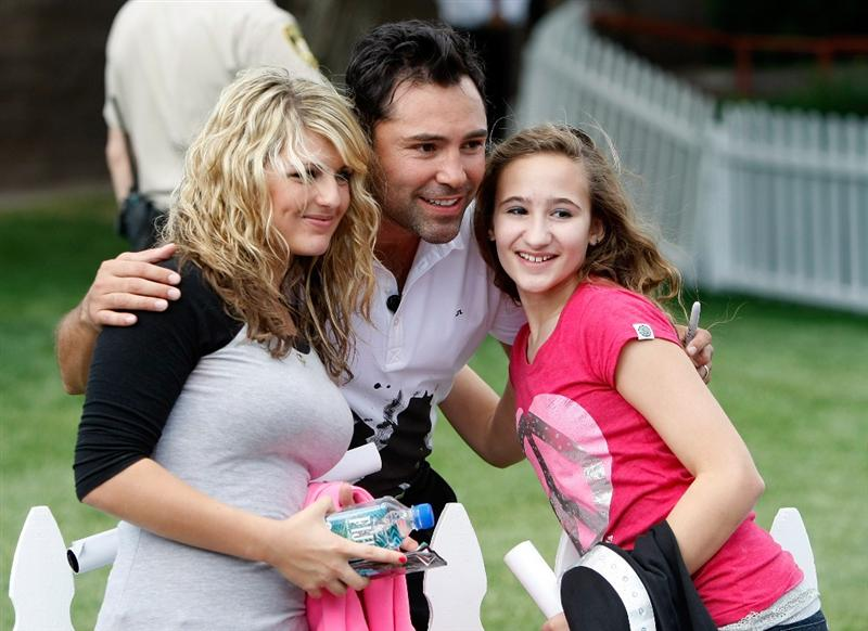 LAS VEGAS - OCTOBER 14:  Boxing promoter Oscar De La Hoya (C) poses for a photo with Hailey Dropkin (L) and Christina Alex, both from Nevada, between holes during the Justin Timberlake Shriners Hospitals for Children Open Championship Pro-Am at TPC Summerlin October 14, 2009 in Las Vegas, Nevada.  (Photo by Ethan Miller/Getty Images)