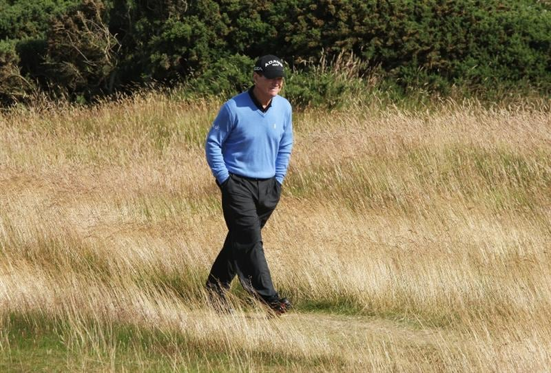 TURNBERRY, SCOTLAND - JULY 19:  Tom Watson of USA walks to a fairway during the final round of the 138th Open Championship on the Ailsa Course, Turnberry Golf Club on July 19, 2009 in Turnberry, Scotland.  (Photo by David Cannon/Getty Images)