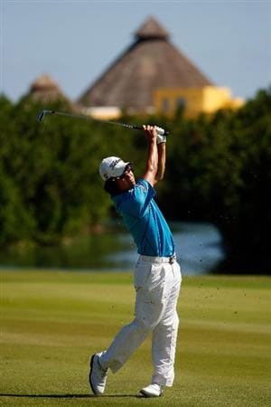RIVIERA MAYA, MEXICO - FEBRUARY 28:  Kevin Na makes a shot from the fairway on the 8th hole during the third round of the Mayakoba Golf Classic on February 28, 2009 at El Camaleon Golf Club in Riviera Maya, Mexico.  (Photo by Chris Graythen/Getty Images)