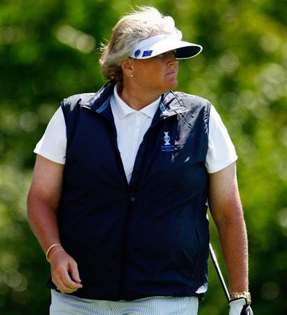 SUGAR GROVE, IL - AUGUST 18:  Laura Davies of the European Team watches a tee shot during a practice round prior to the start of the 2009 Solheim Cup at Rich Harvest Farms on August 18, 2009 in Sugar Grove, Illinois.  (Photo by Scott Halleran/Getty Images)