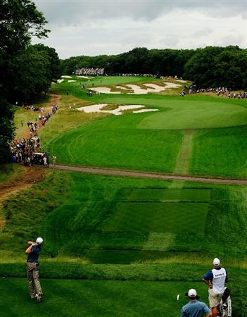 FARMINGDALE, NY - JUNE 21:  Ricky Barnes hits his tee shot on the fourth hole during the continuation of the third round of the 109th U.S. Open on the Black Course at Bethpage State Park on June 21, 2009 in Farmingdale, New York.  (Photo by Sam Greenwood/Getty Images)