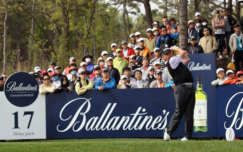 ICHEON, SOUTH KOREA - MAY 01:  Miguel Angel Jimenez of Spain in action during the final round of the Ballantine's Championship at Blackstone Golf Club on May 1, 2011 in Icheon, South Korea.  (Photo by Andrew Redington/Getty Images)