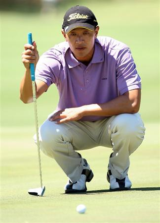 PERTH, AUSTRALIA - FEBRUARY 20:  Anthony Kang of USA lines up a birdie putt at the 9th hole during the second round of the 2009 Johnnie Walker Classic tournament at the Vines Resort and Country Club on February 20, 2009, in Perth, Australia  (Photo by David Cannon/Getty Images)