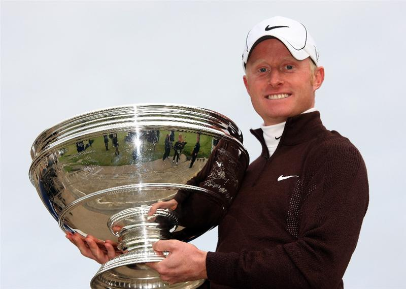 ST ANDREWS, SCOTLAND - OCTOBER 05:  Simon Dyson of England holds the trophy aloft after victory at the The Alfred Dunhill Links Championship at The Old Course on October 5, 2009 in St.Andrews, Scotland.  (Photo by Andrew Redington/Getty Images)
